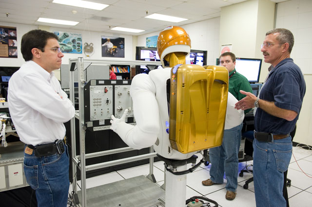 Expedition 29/30 crew training with astronaut Dan Burbank working with Robonaut (overview, skills, taskboard). Photo Date: June 17, 2011. Location: Building 32A, Room 2009. Photographer: Robert Markowitz